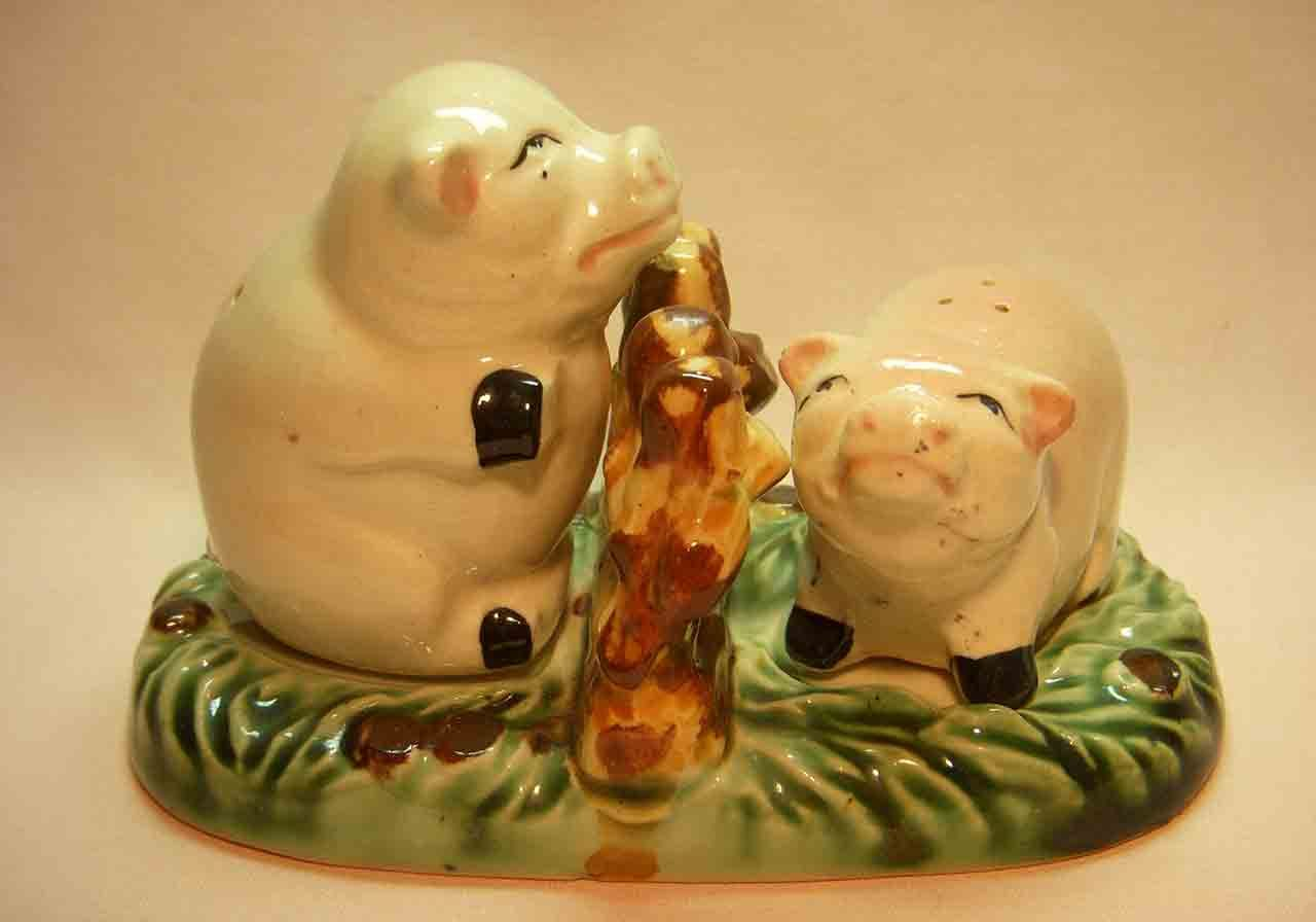 Pigs on tray salt and pepper shaker