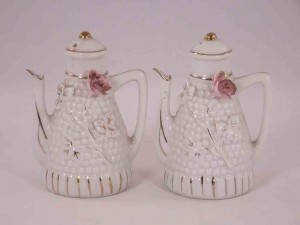 Teapots salt and pepper shakers